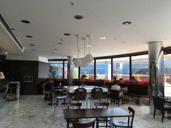 <b>Illi Caffè</br>C.C. Cinecittà</b></br></br>Grande successo per la degustazione di ostriche e tartare.</br>