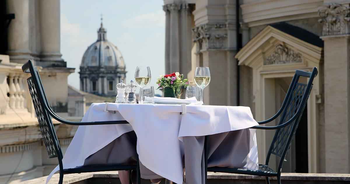<b>Terrazza Borromini</br>Zona Piazza Navona</b></br></br>Negli spazi della Galleria D'Arte al quarto piano, è attivo il ristorante Terrazza Borromini.  Stasera speciale appuntamento con selezione di ostriche. Il grande gusto & la grande bellezza.</br>